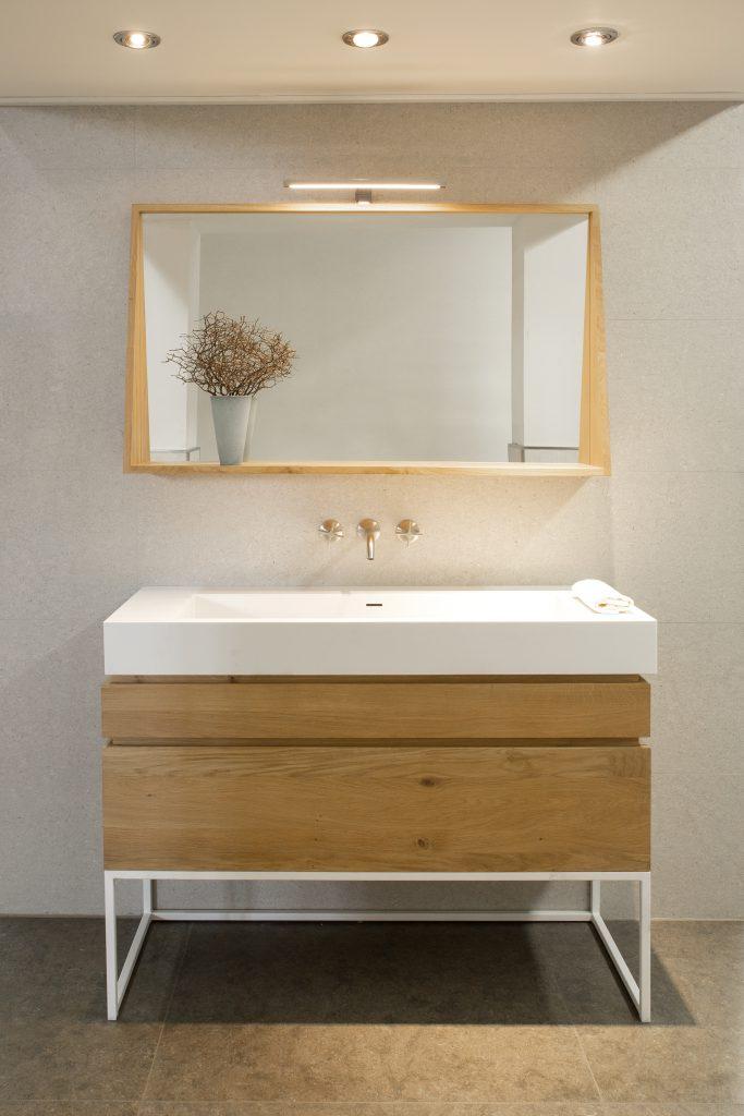 Spiegel im kleinen Bad